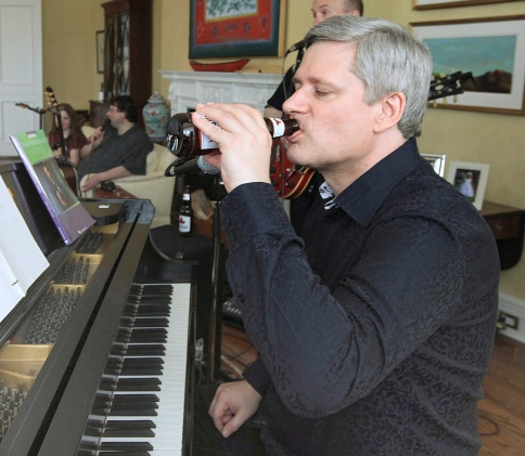 pm-stephen-harper-beer-2